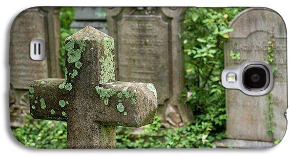 Gravestones At An Old Church Graveyard Galaxy S4 Case by Julien Mcroberts