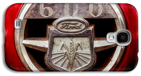 Grill Logo Detail - 1950s-vintage Ford 601 Workmaster Tractor Galaxy S4 Case by Jon Woodhams