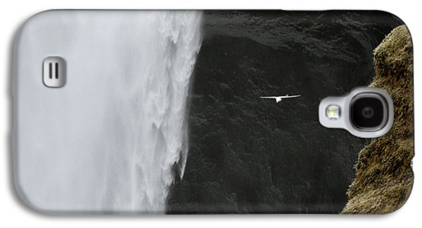 Iceland Seagull Flies Past Skogafoss Galaxy S4 Case by Jaynes Gallery