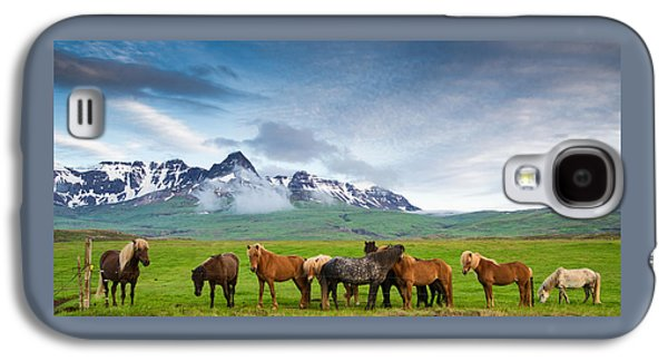 Icelandic Horses In Mountain Landscape In Iceland Galaxy S4 Case by Matthias Hauser