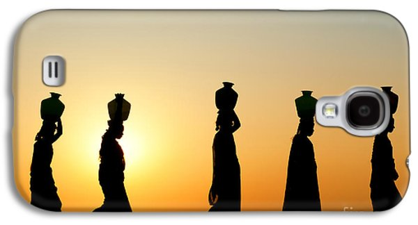 Indian Women Carrying Water Pots At Sunset Galaxy S4 Case