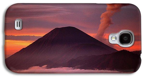Mountain Galaxy S4 Case - Indonesia Mt Semeru Emits A Plume by Jaynes Gallery