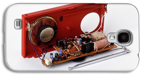 Insides Of A Portable Radio Galaxy S4 Case by Dorling Kindersley/uig