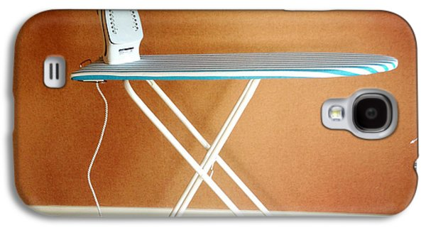 Iron On Board Galaxy S4 Case by Les Cunliffe