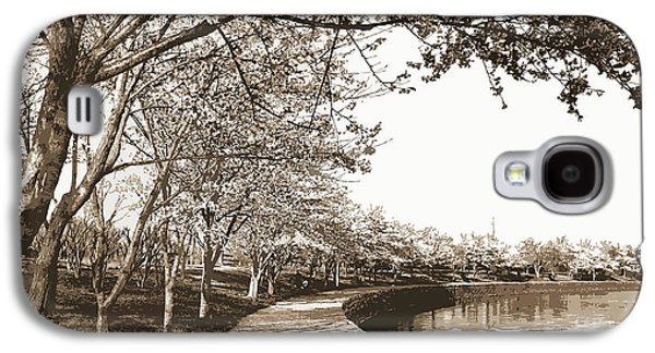 Japanese Cherry Blossoms, Cherry Trees, Waterfronts Galaxy S4 Case by Litz Collection