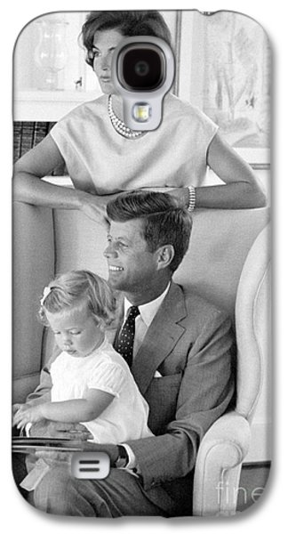 John F. Kennedy With Jacqueline And Caroline 1959 Galaxy S4 Case by The Harrington Collection