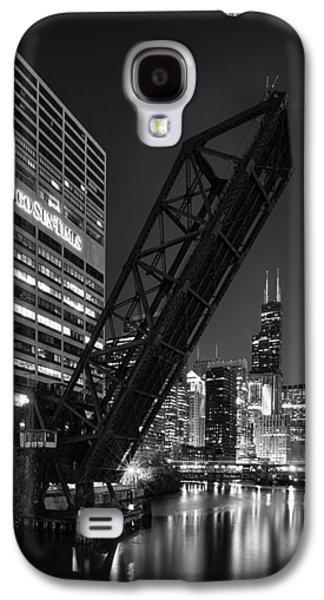 Kinzie Street Railroad Bridge At Night In Black And White Galaxy S4 Case