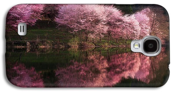 Cherry Blossoms Galaxy S4 Case - Lake Nakatsuna With Cherry Blossoms by Ace