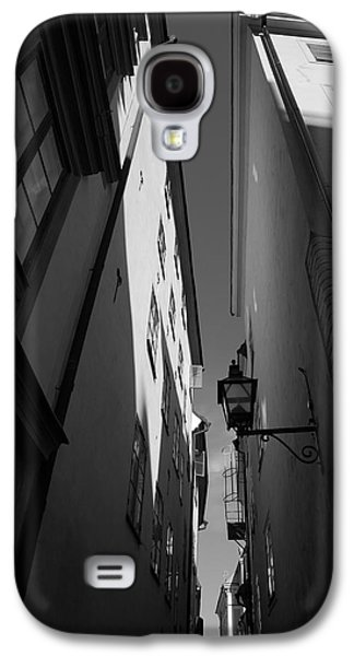 Lantern In A Narrow Alley - Monochrome Galaxy S4 Case by Ulrich Kunst And Bettina Scheidulin