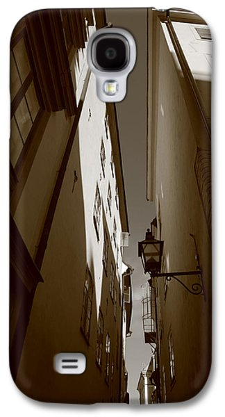 Lantern In A Narrow Alley - Sepia Galaxy S4 Case by Ulrich Kunst And Bettina Scheidulin