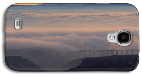 Last Light Over Mt. Adams Galaxy S4 Case by Mike Dawson