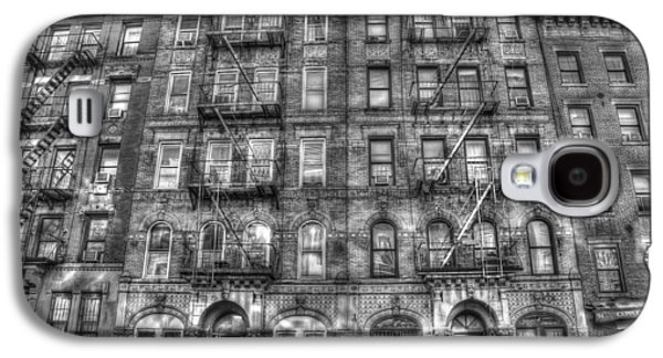 Led Zeppelin Physical Graffiti Building In Black And White Galaxy S4 Case by Randy Aveille