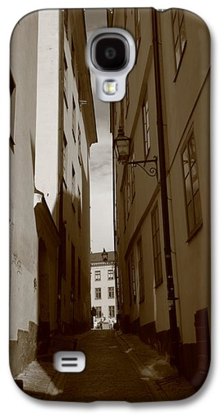 Light And Shadow In A Narrow Alley - Monochrome Galaxy S4 Case by Ulrich Kunst And Bettina Scheidulin