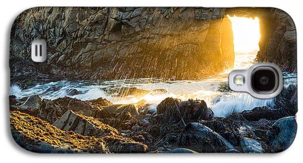 Light The Way - Arch Rock In Pfeiffer Beach In Big Sur. Galaxy S4 Case by Jamie Pham