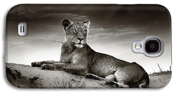 Lioness On Desert Dune Galaxy S4 Case by Johan Swanepoel
