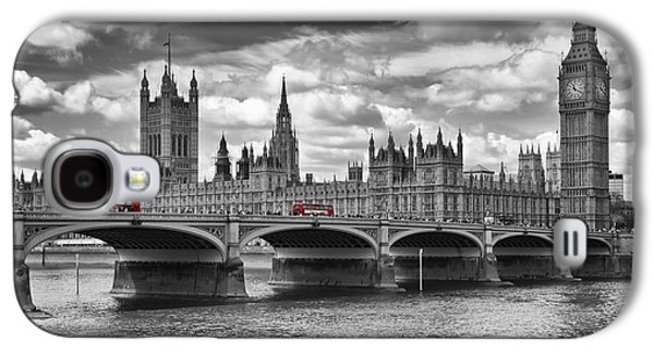 London - Houses Of Parliament And Red Buses Galaxy S4 Case by Melanie Viola