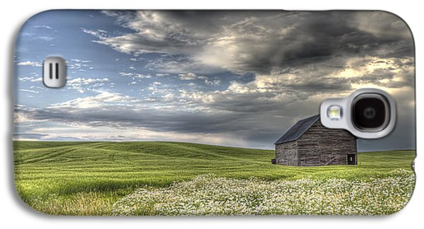 Lone Barn  Galaxy S4 Case by Latah Trail Foundation