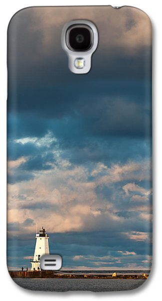 Ludington North Breakwater Lighthouse At Sunrise Galaxy S4 Case by Sebastian Musial