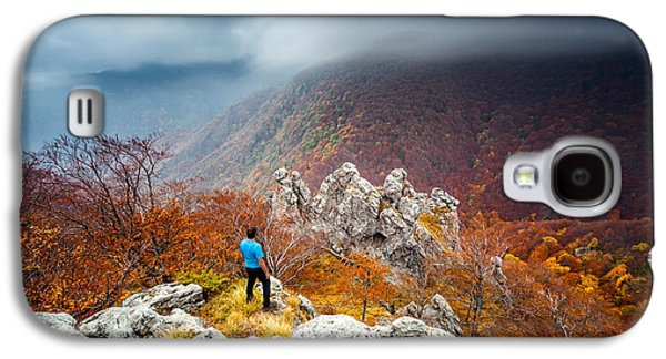Man And The Mountain Galaxy S4 Case by Evgeni Dinev