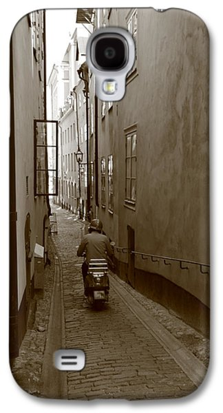 Man On Motor Scooter In A Narrow Alley - Monochrome Galaxy S4 Case by Ulrich Kunst And Bettina Scheidulin