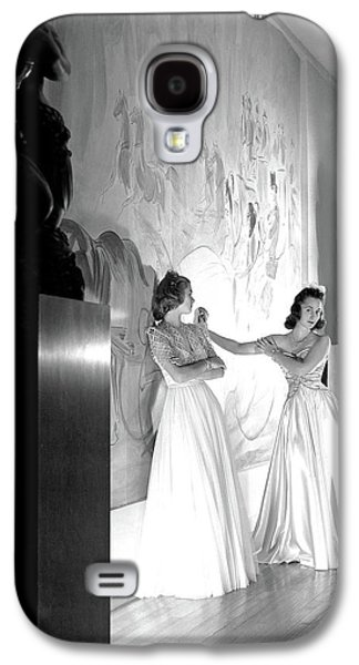 Margery Abbet And Patricia Delehanty At The River Galaxy S4 Case by Horst P. Horst