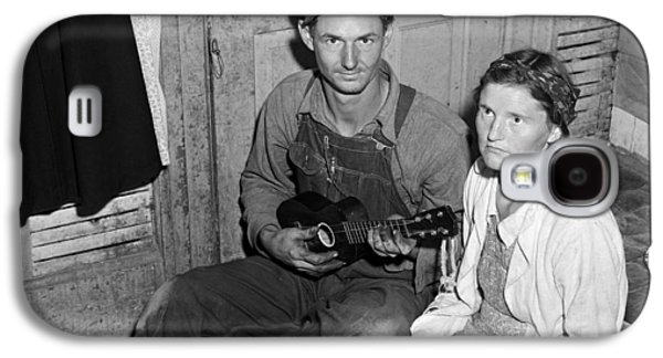 Migrant Couple, 1940 Galaxy S4 Case by Granger