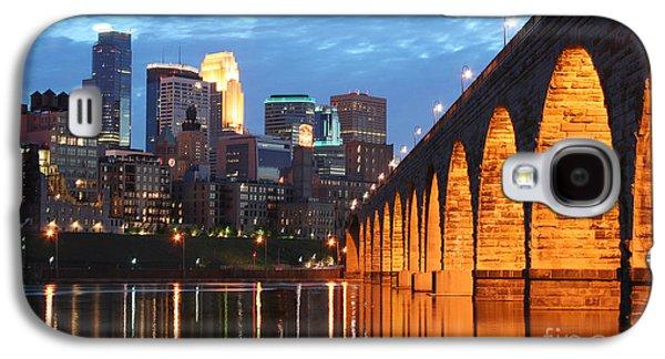 Minneapolis Skyline Photography Stone Arch Bridge Galaxy S4 Case by Wayne Moran