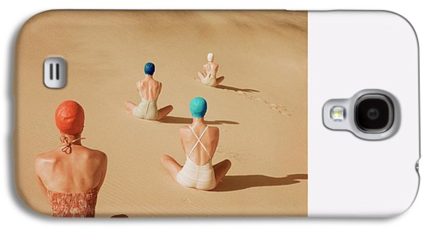 Models Sitting On Sand Dunes In California Galaxy S4 Case by Clifford Coffin