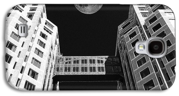 Moon Over Twin Towers Galaxy S4 Case by Samuel Sheats