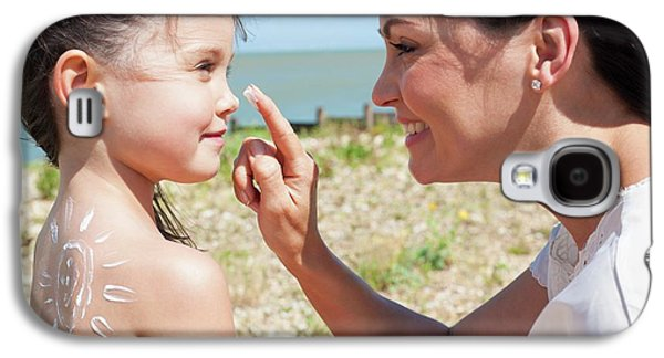 Mother Applying Suncream To Daughter Galaxy S4 Case by Ian Hooton