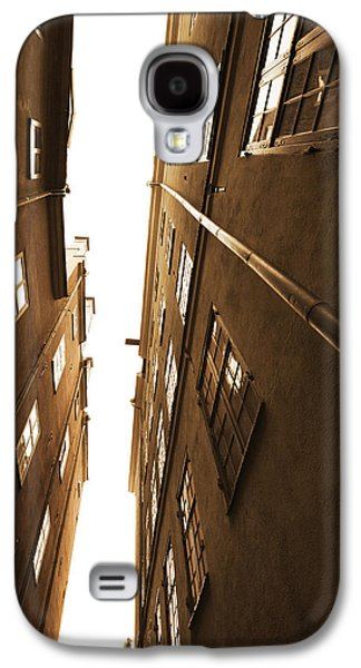 Narrow Alley Seen From Below - Sepia Galaxy S4 Case by Ulrich Kunst And Bettina Scheidulin