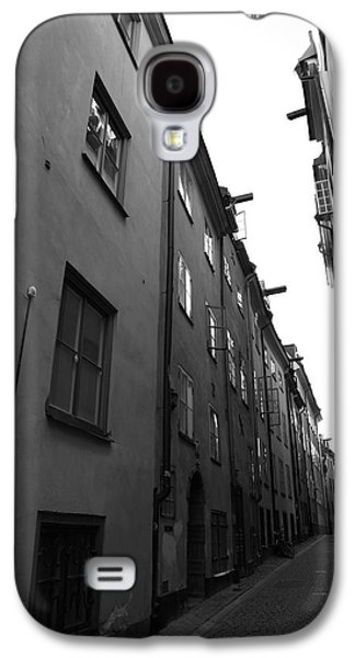 Narrow Medieval Street In Gamla Stan - Monochrome Galaxy S4 Case by Ulrich Kunst And Bettina Scheidulin