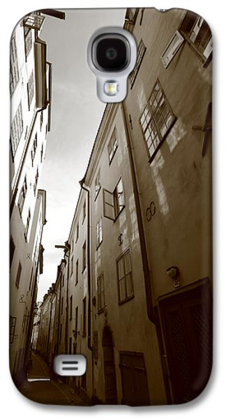 Narrow Medieval Street In Stockholm - Monochrome Galaxy S4 Case by Ulrich Kunst And Bettina Scheidulin