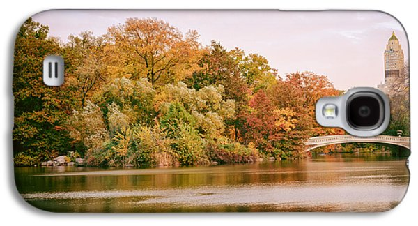 New York City - Autumn - Central Park - Lake And Bow Bridge Galaxy S4 Case by Vivienne Gucwa