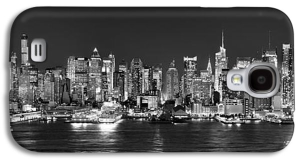 New York City Nyc Skyline Midtown Manhattan At Night Black And White Galaxy S4 Case by Jon Holiday