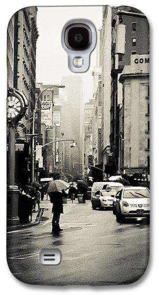 New York City - Rain - 5th Avenue Galaxy S4 Case by Vivienne Gucwa