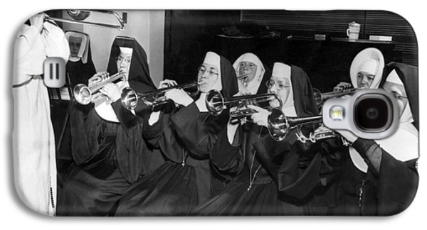 Trombone Galaxy S4 Case - Nuns Rehearse For Concert by Underwood Archives