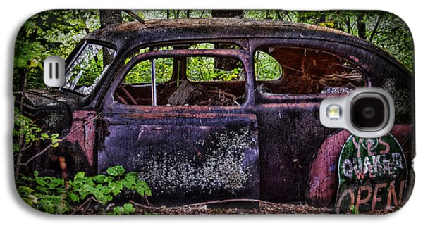 Old Abandoned Car In The Woods Galaxy S4 Case
