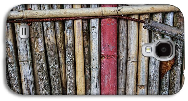 Old Bamboo Fence Galaxy S4 Case by Niphon Chanthana