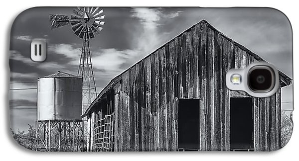 Old Barn No Wind Galaxy S4 Case by Mark Myhaver
