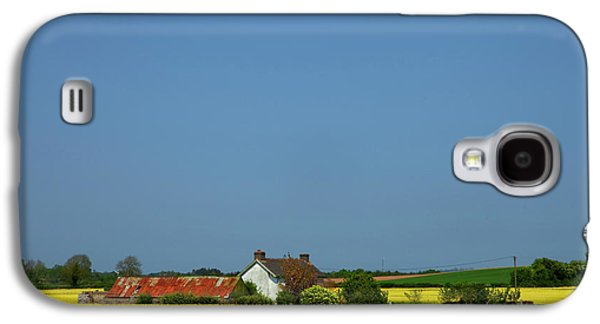 Old Farm Surrounded In Oilseed Rape Galaxy S4 Case
