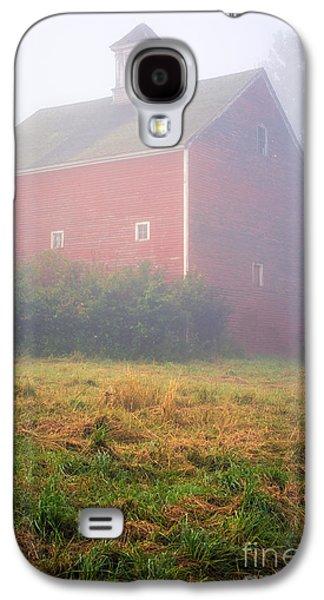Old Red Barn In Fog Galaxy S4 Case by Edward Fielding