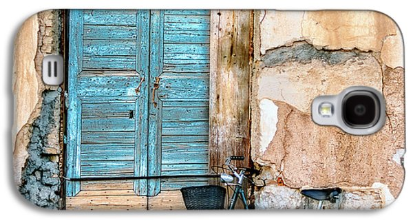 Old Town Galaxy S4 Case - Old Window And Bicycle by George Digalakis