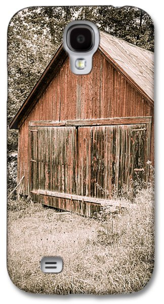 Out By The Woodshed Galaxy S4 Case by Edward Fielding