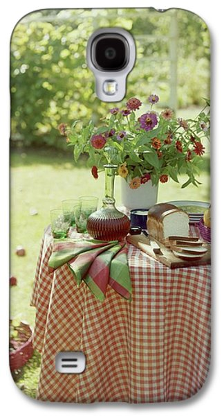 Outdoor Lunch In The Shade Of A Tree Galaxy S4 Case by Wiliam Grigsby