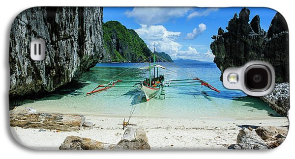 Outrigger Boat On A Little White Beach Galaxy S4 Case by Michael Runkel