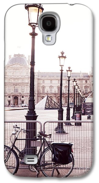 Louvre Galaxy S4 Case - Paris Bicycle Louvre Museum - Paris Bicycle Street Lantern - Paris Bicycle Louvre Museum Street Lamp by Kathy Fornal