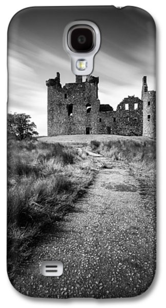 Path To Kilchurn Castle Galaxy S4 Case by Dave Bowman