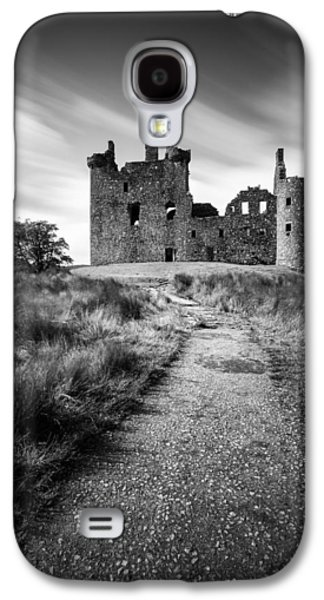 Castle Galaxy S4 Case - Path To Kilchurn Castle by Dave Bowman