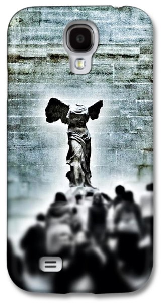 Louvre Galaxy S4 Case - Pause - The Winged Victory In Louvre Paris by Marianna Mills
